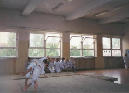 Trénink oddílu ve sportovní hale