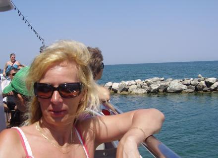 Monika na lodi.